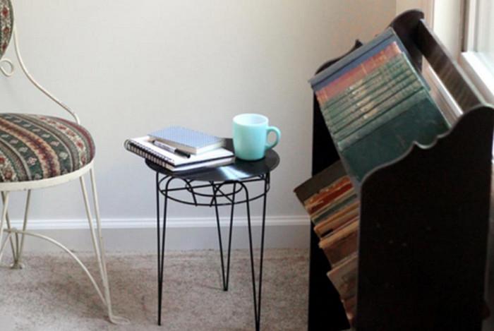 столик со столешницей из пластинки