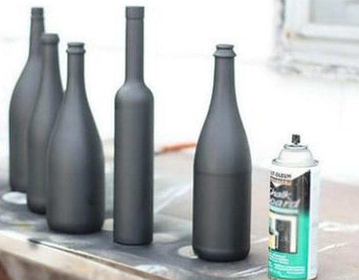 окрашенные матовой краской бутылки