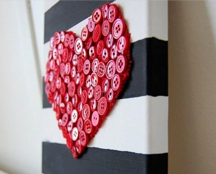 картина сердце из пуговиц