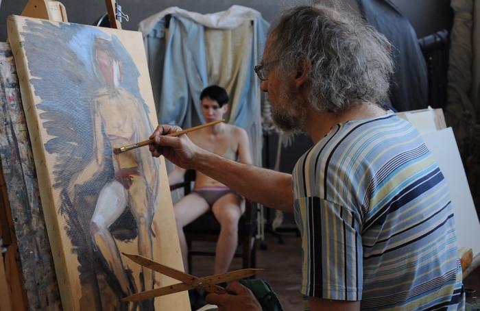 художник рисует с натуры