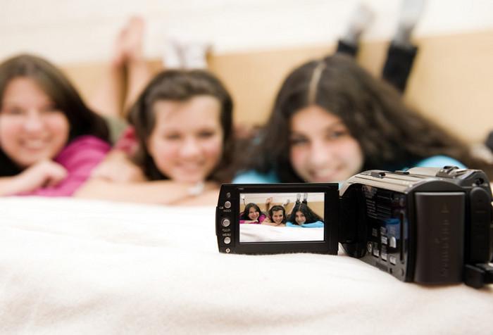 девушки снимают себя на камеру