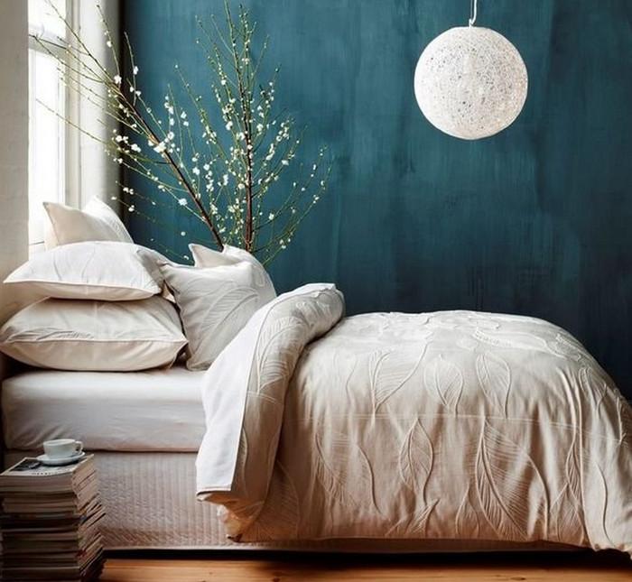 покрашенные в синий цвет стены
