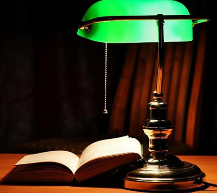 лампа с зеленым абажуром