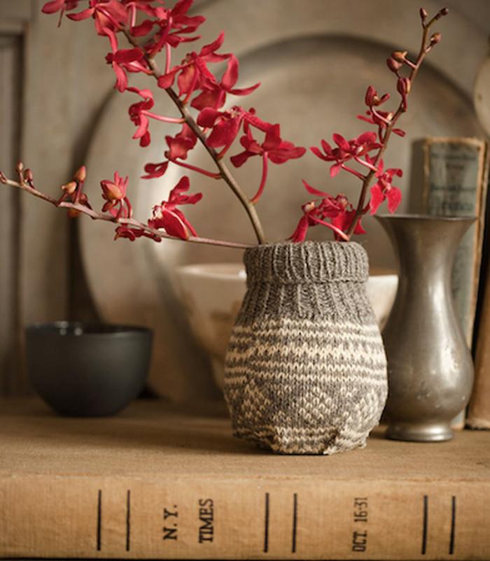 ваза в вязаном чехле