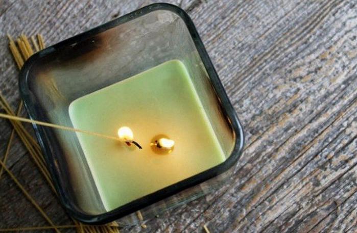 зажигать свечу спагетти