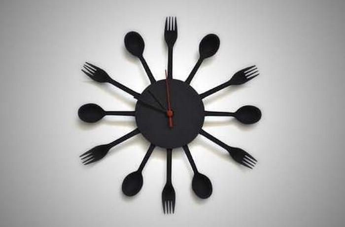 часы из вилок и ложек