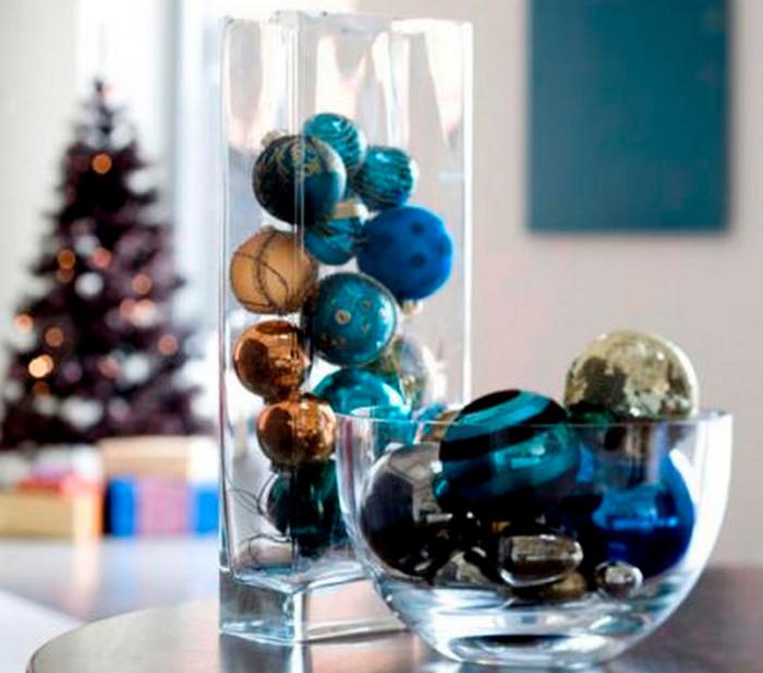 шарики в стеклянных вазах