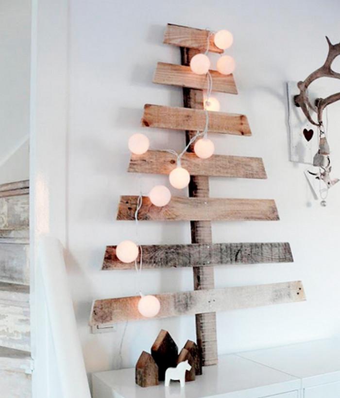 елка из деревянных досок