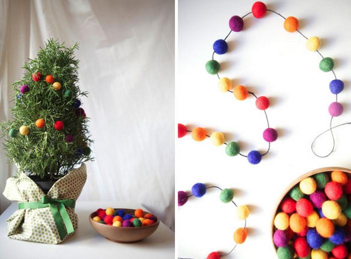 шарики из валяной шерсти на елке