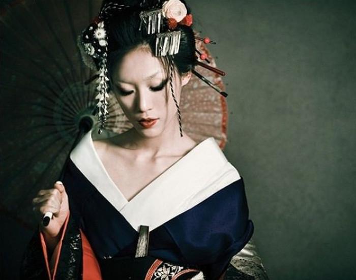 девушка в костюме гейши