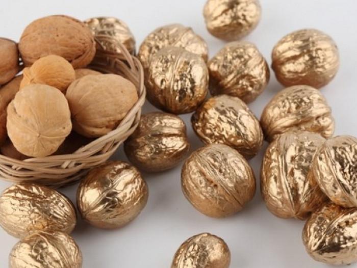 позолоченные грецкие орехи