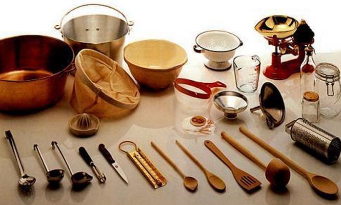 кухонная утварь на столе