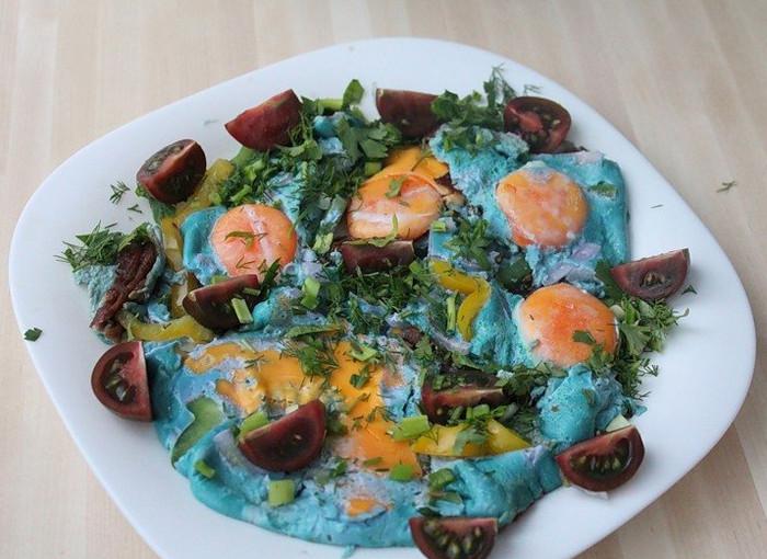 яичница с голубыми белками