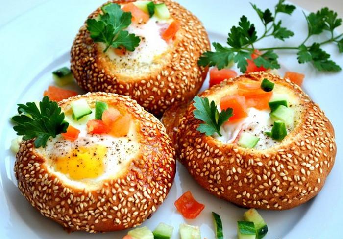 яйца в булочках