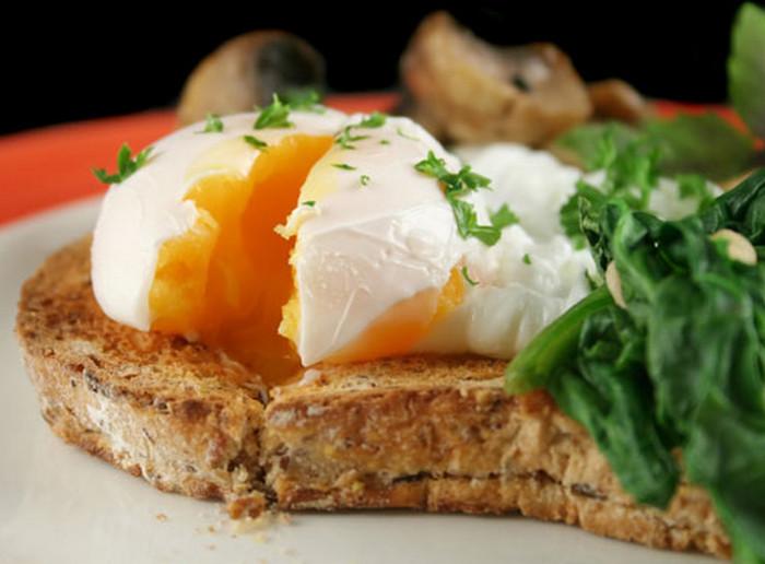 яйцо пашот на хлебе