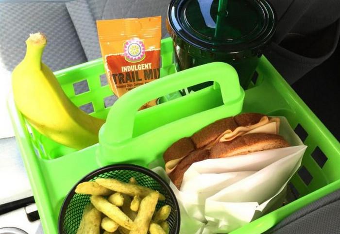 пластиковый контейнер с едой