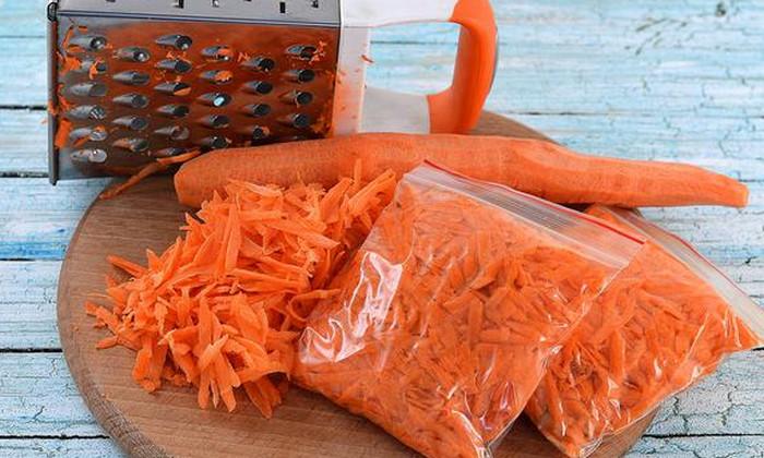 нашинкованная морковь в пакете