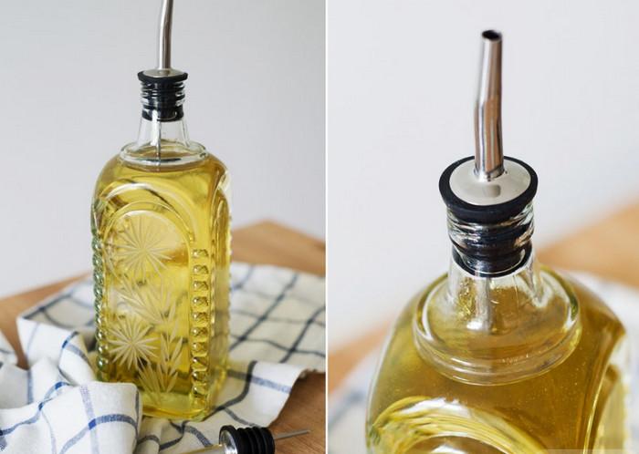 насадка на бутылке с маслом