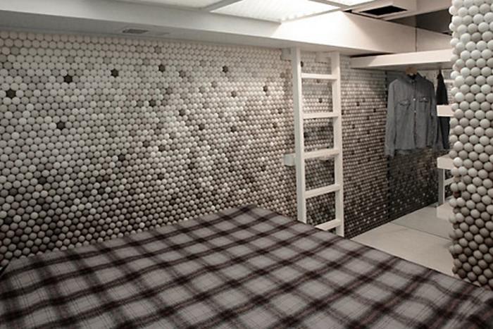 стена из мячиков для пинг-понга