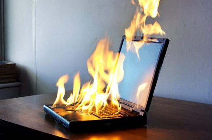пылающий ноутбук