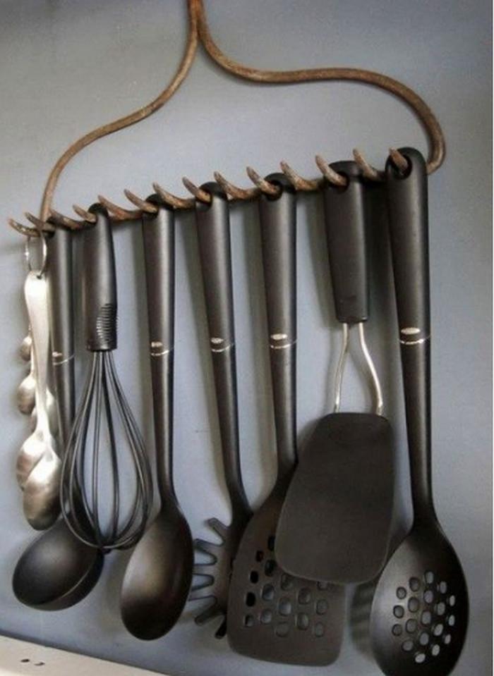 держатель для кухонной утвари из граблей