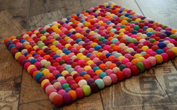 коврик из войлочных шариков