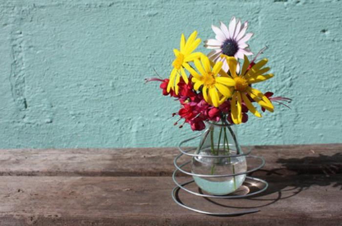 ваза с цветами из лампочки