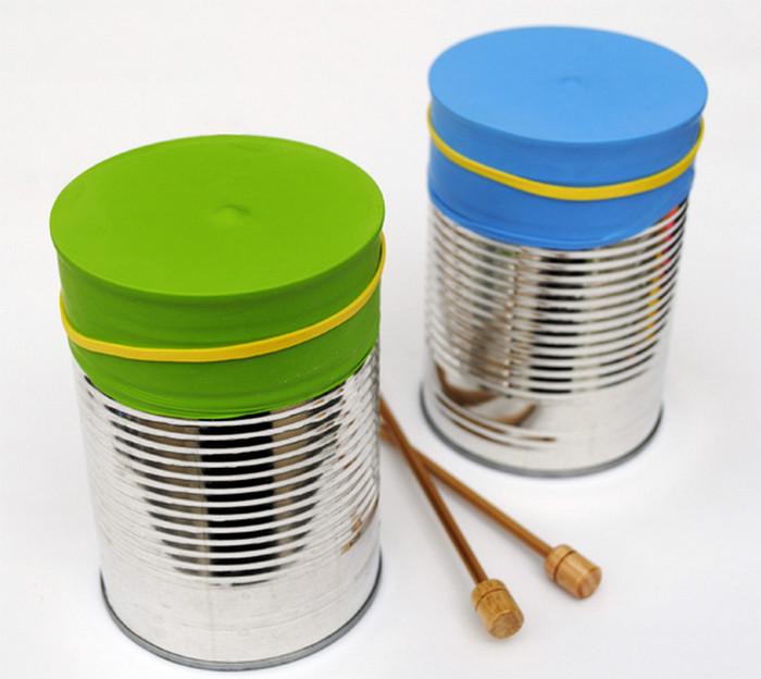 игрушечный барабан из жестяных банок