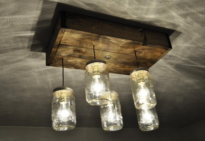 потолочная лампа из банок