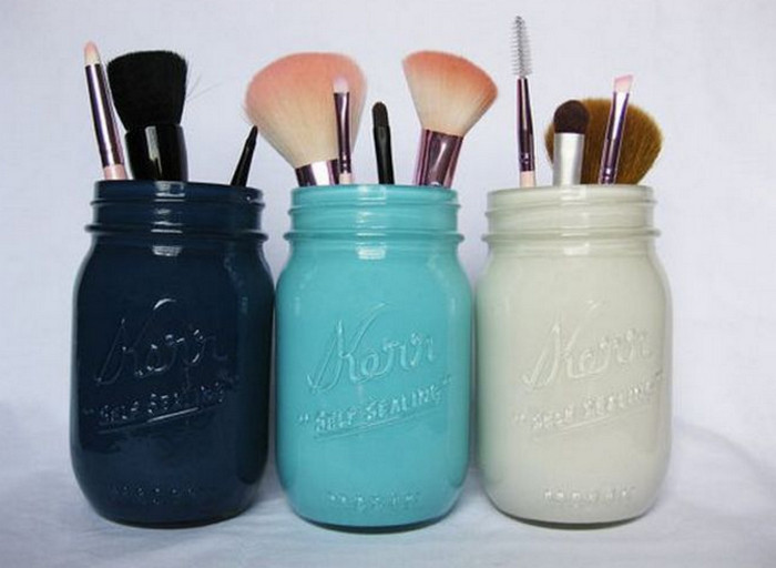 банки с кисточками для макияжа