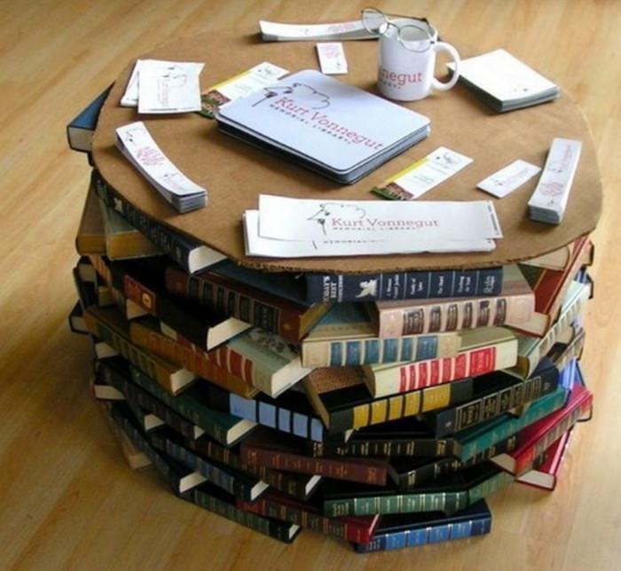 журнальный стол из книг