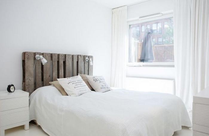 деревянная палета в изголовье кровати