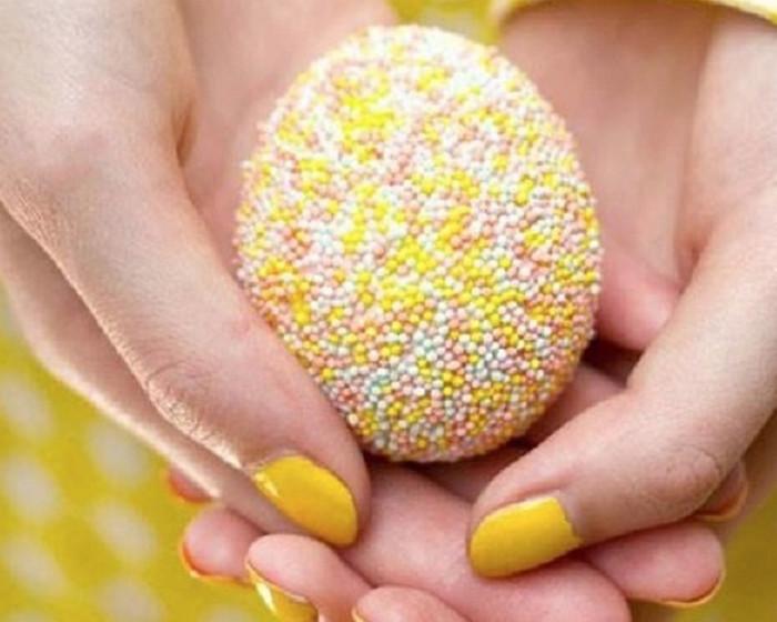 яйца в пасхальной сладкой обсыпке