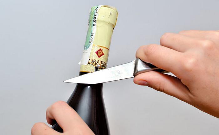 вино и нож