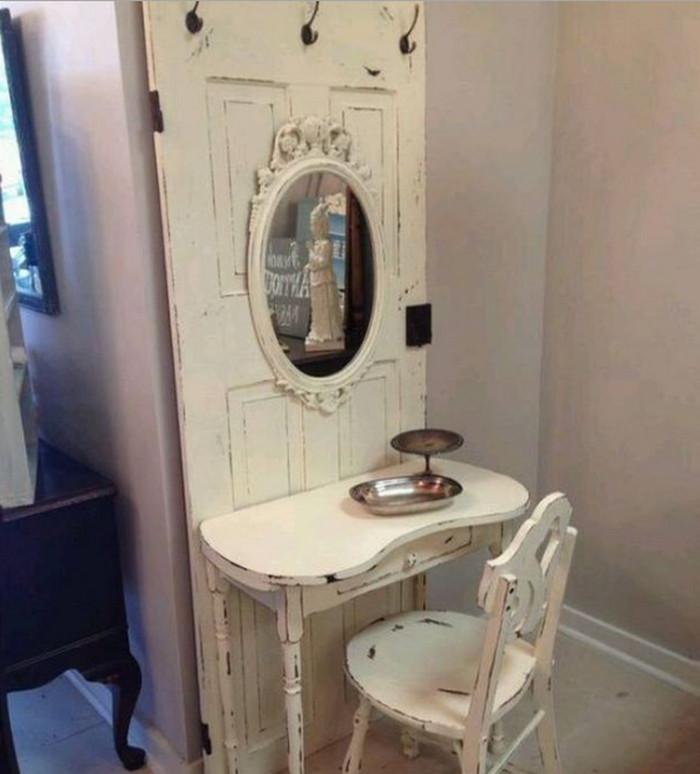 туалетный столик из дверей