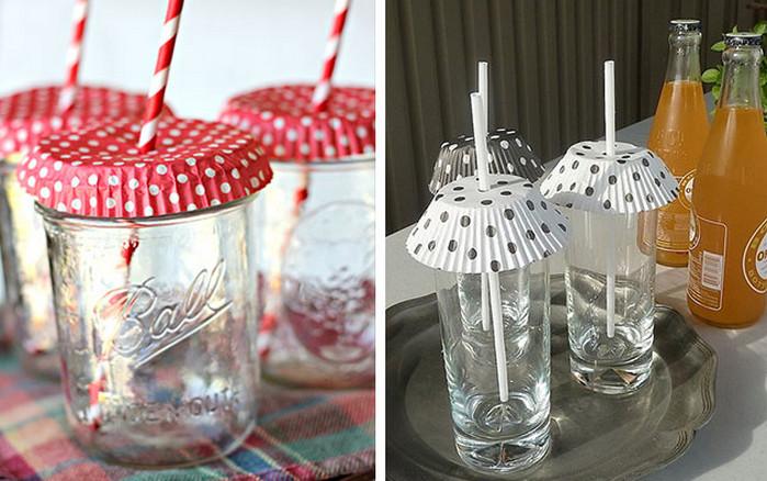 прикрытые бумажными формочками для кексов стаканы