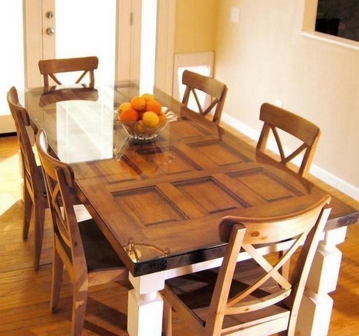 обеденный стол из двери