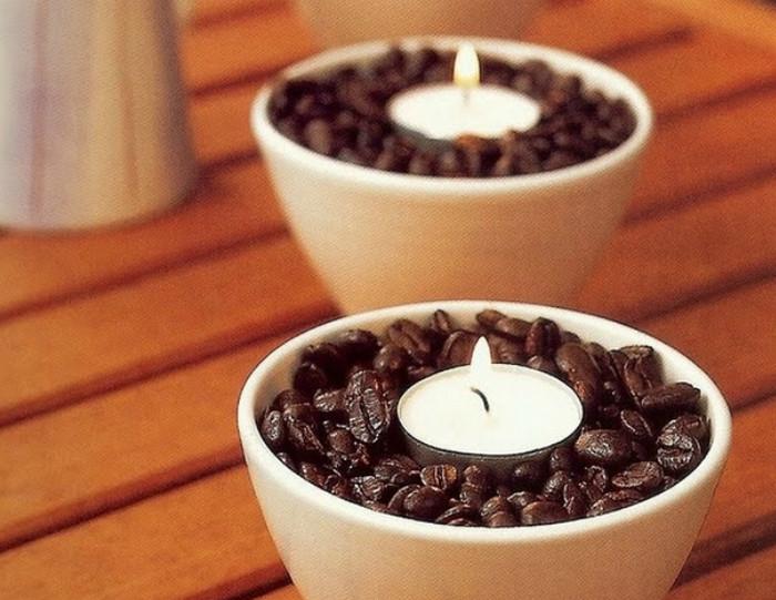 свечи в вазочках с кофейными зернами