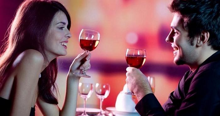 мужчина и женщина в ресторане