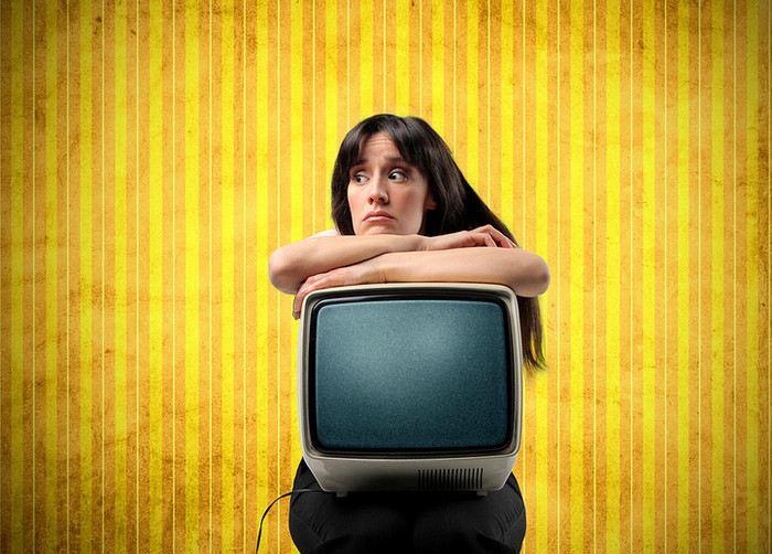 девушка у телевизора