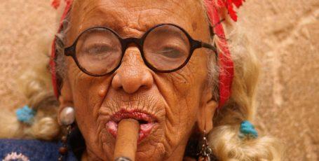 10 лайфхаков, чтобы дожить до 100 лет: секреты от долгожителей