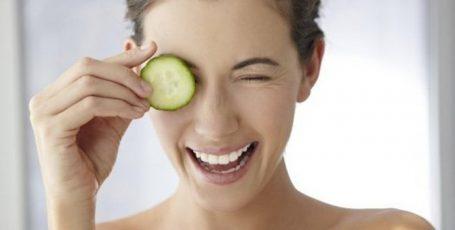 ТОП 10 лайфхаков, как убрать мешки и круги под глазами: с глазу на глаз о наболевшем