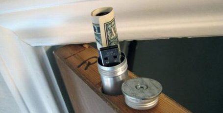 Тайник в двери, прячем деньги, флешку и прочие вещи