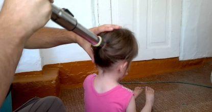 Быстро заплести волосы девочке с помощью пылесоса