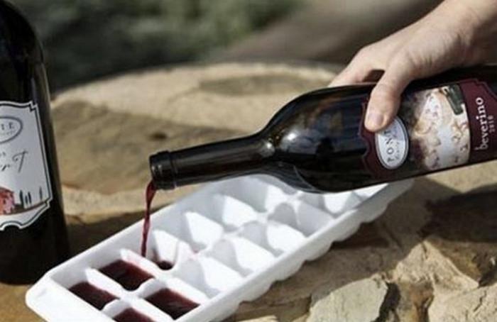 вино в формочке для льда