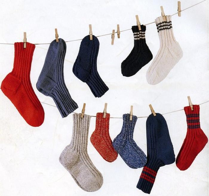 носки на веревке