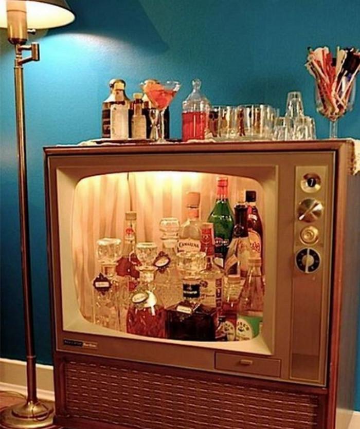бар из старого телевизора