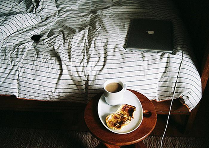 ноутбук в кровати
