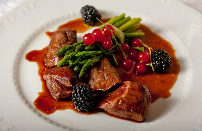 мясо с ежевикой