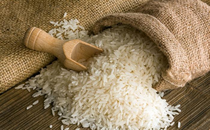 сухой рис в мешке